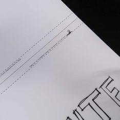 Praktisk klippekant slik at posteren passer perfekt i en A4 ramme