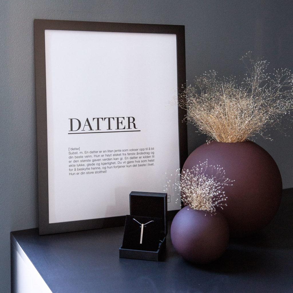 TILBUD: DATTER smykket inkl. 30x40cm datter poster