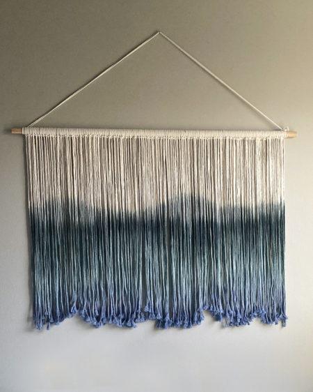 Farget veggteppe blått
