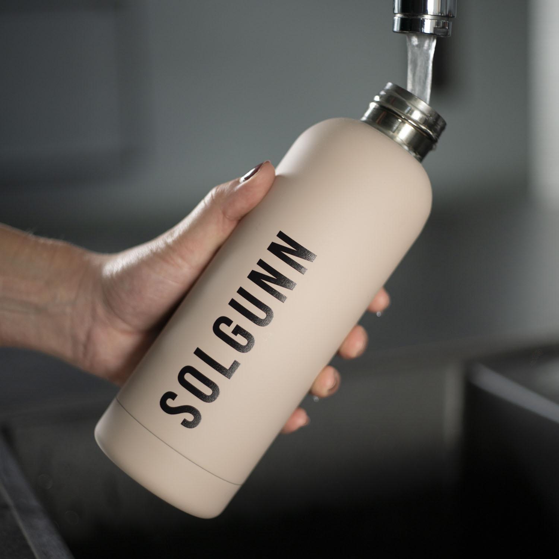Drikkeflaske med navn Beige_4