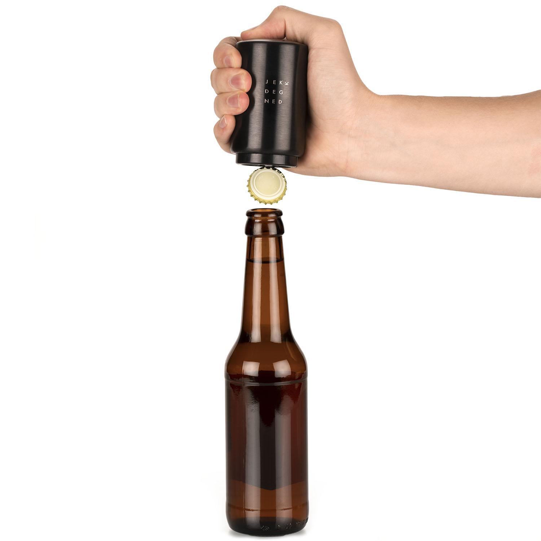 Flaskeåpner med hånd